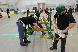Students from Clarkson's 钢桥 速度 team build their steel bridge during a competition
